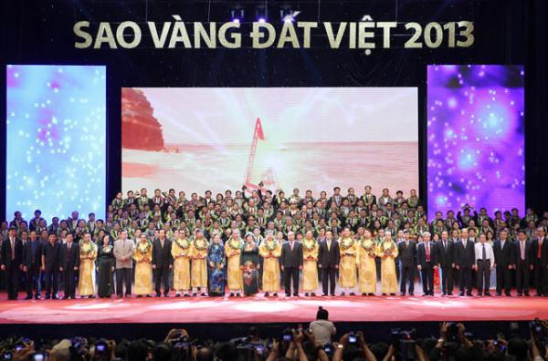 Xuân Hòa cùng các doanh nghiệp Sao vàng đất Việt 2013